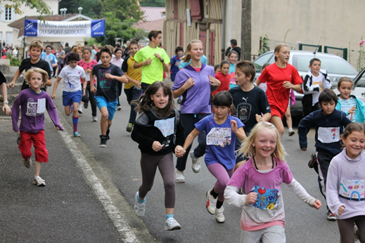 Petits et grands participent au cross 2013 au profit de l'Association Chrysalide