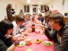 Les collégiens fêtent le nouvel an chinois autour d'un repas aux saveurs exquises