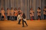 « La danse du Moyen Âge » et le chant « L'an 1000 » par les élèves de CE2-CM1
